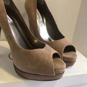 Steve Madden Taupe Suede Peep Tow Heels🔥